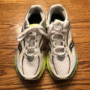 EUC Saucony running shoes. Size 8